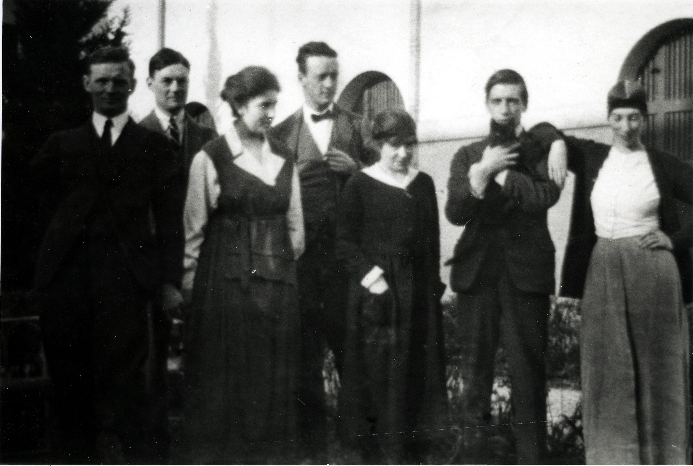 BSR group shot: from left: unknown, Job Nixon?, unknown, unknown, unknown, Alexandrina Makin, Colin Gill?, Winifred Knights, c.1920s, BSR Fine Arts Archive